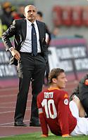"""As Roma trainer Luciano Spalletti looks on as Francesco Totti receive treatment on his knee<br /> Luciano Spalletti osserva Francesco Totti ricevere le cure mediche dopo l'infortunio al ginocchio destro<br /> Roma 19/04/2008 Stadio """"Olimpico"""" <br /> Campionato Italiano Serie A<br /> Roma Livorno (1-1)<br /> Foto Andrea Staccioli Insidefoto"""
