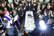 BELO HORIZONTE, MG, BRA. 31/01/2011...VELORIO JOSE ALENCAR...Presidenta Dilma, ex-presidente Lula, acompanhados de diversas autoridades acompanham velorio  do ex-vice-presidente Jose Alencar  no Palacio da Liberdade,zona sul da capital aonde sera velado. Alencar morreu dia 29 em São Paulo. Conforme informações do Hospital Sirio-Libanes, ele faleceu em decorrencia de cancer e falencia multipla de orgaos. Alencar lutava contra um cancer no abdome ha mais de 13 anos e havia passado por 17 cirurgias...MARCUS DESIMONI / UOL