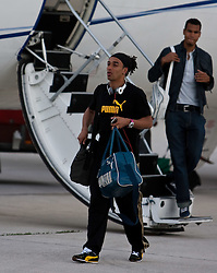 20.05.2010, Flughafen, Klagenfurt, AUT, WM Vorbereitung, Kamerun Ankunft im Bild Benoit Assou-Ekotto, Abwehr, Nationalteam Kamerun (Tottenham Hotspur), EXPA Pictures © 2010, PhotoCredit: EXPA/ J. Feichter / SPORTIDA PHOTO AGENCY