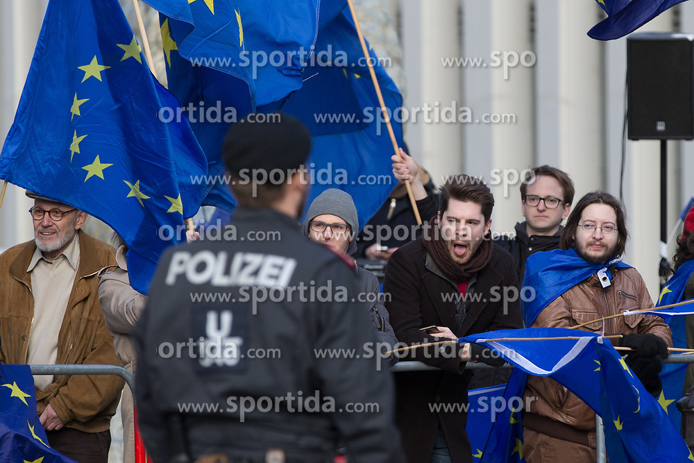 30.01.2018, Bundeskanzleramt, Wien, AUT, Orban auf Besuch in Oesterreich, im Bild Demonstranten mit Europaflaggen// austrian peoples party leader and Federal Chancellor of Austria Sebastian Kurz and Prime Minister of Hungary Viktor Orbán during a meeting at Federal Chancellors Office in Vienna, Austria on 2018/01/30. EXPA Pictures © 2018, PhotoCredit: EXPA/ Florian Schroetter