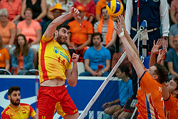 09-06-2019 NED: Golden League Netherlands - Spain, Koog aan de Zaan<br /> Fourth match poule B - The Dutch beat Spain again in five sets in the European Golden League / Miguel Angel Fornes #14 of Spain, Michael Parkinson #17 of Netherlands