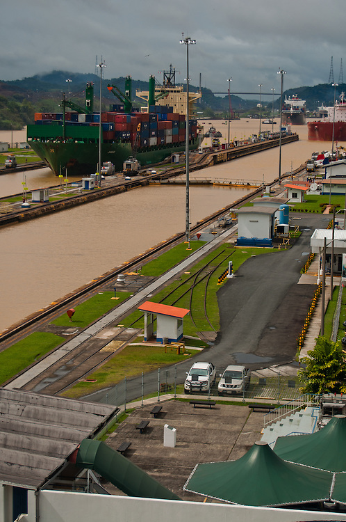 PANAMA CANAL LOCKS / CANAL DE PANAM&Aacute;<br /> Photography by Aaron Sosa<br /> Panama City, Panama 2010<br /> (Copyright &copy; Aaron Sosa)