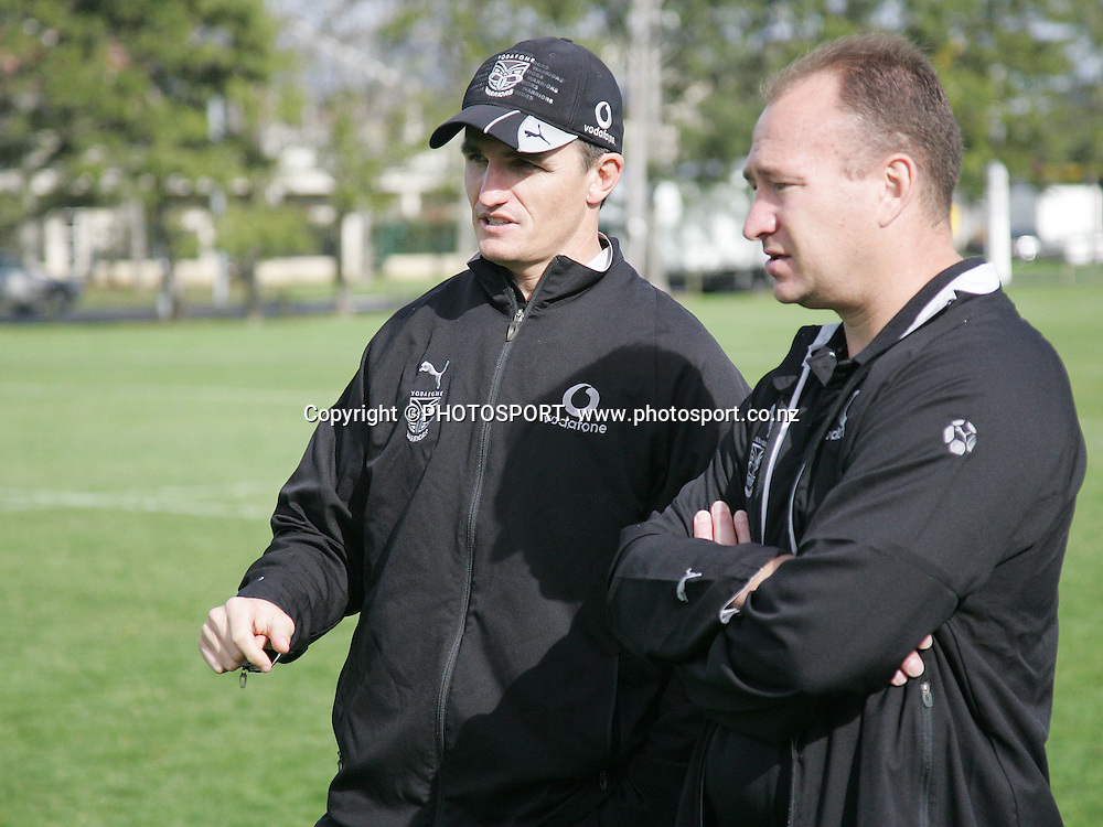 Coach Ivan Cleary talks to Dean Bell.<br />