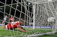 ALKMAAR - 26-09-2015, AZ - Heracles Almelo, AFAS Stadion, 3-1, AZ speler Markus Henriksen scoort hier de 1-0, doelpunt.