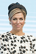 Koningin Máxima opent Asian Library Universiteit Leiden gehouden  in de Pieterskerk in Leiden<br /> <br /> Queen Máxima opens Asian Library Leiden University held in the Pieterskerk in Leiden<br /> <br /> op de foto / On the photo: Koningin Maxima krijgt een boek overhandigd / Queen Maxima is handed a book