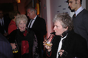 Tory Lawrence and Maggi Hambling. Skools Rool, fundraising event  for the Royal Academy Schools.  Burlington St. London. 14 March 2005. ONE TIME USE ONLY - DO NOT ARCHIVE  © Copyright Photograph by Dafydd Jones 66 Stockwell Park Rd. London SW9 0DA Tel 020 7733 0108 www.dafjones.com