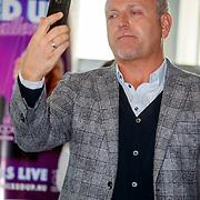 NLD/Amsterdam/20171212 - Perspresentatie All Mixed up the Challenge, Gordon Heuckeroth belt zijn zusje