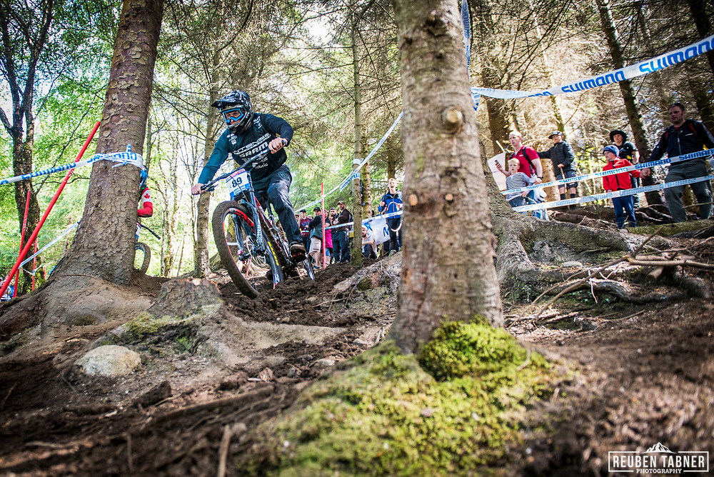 Dean Lucas has no bother finding his way in through the woods during his qualifying round at the UCI Mountain Bike World Cup in Fort William, Scotland.