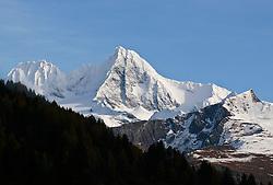 03.11.2010, Kals, AUT, Vermisstensuche am Grossglockner, 3 Polnische Alpinisten sind am Grossglockner in Bergnot geraten. Bei den bisher Vermissten handelt es sich um den Sohn (25) des am Sonntag tot aufgefundenen 53-jährigen Polen. Der zweite Vermisste ist 21 Jahre alt, es handelt sich um einen Freund des 25-jährigen. Die Leichen wurden im Gebiet des Lammereises in 3.600 Metern Höhe gefunden, im Bild Blick auf den Unglücksberg, Grossglockner 3798 m, EXPA Pictures © 2010, PhotoCredit: EXPA/ P. Gruber