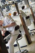 Nederland, Nijmegen, 22-5-2008Studenten aan de faculteit tandheelkundehebben prakticum in de prakticumzaal. Foto: Flip Franssen