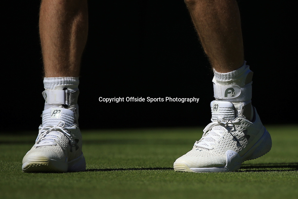 30 June 2015 - Wimbledon (Day 2) - Andy Murray wears his wedding ring threaded through the laces on his left tennis shoe - Photo: Marc Atkins / Offside.
