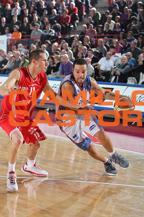 DESCRIZIONE : Varese Lega A 2010-11 Cimberio Varese Enel Brindisi<br /> GIOCATORE : Anthony Roberson<br /> SQUADRA : Enel Brindisi<br /> EVENTO : Campionato Lega A 2010-2011<br /> GARA : Cimberio Varese Enel Brindisi<br /> DATA : 14/11/2010<br /> CATEGORIA : Palleggio<br /> SPORT : Pallacanestro<br /> AUTORE : Agenzia Ciamillo-Castoria/G.Cottini<br /> Galleria : Lega Basket A 2010-2011<br /> Fotonotizia : Varese Lega A 2010-11 Cimberio Varese Enel Brindisi<br /> Predefinita :