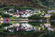 Morningreflection nearby Ulsteinvik, Norway   Morgenspegling ved Skjervane, Dimna.