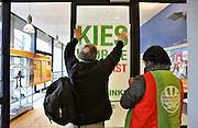 Nederland, Nijmegen, 24-2-2011Fractievoorzitter van Groenlinks, Jolande Sap, en lijsstrekker voor de provinciale staten, Wouter van Eck en een 2e kamerlid van groen links presenteren zich in het kader van de verkiezingscampagne aan studenten op de Radboud Universiteit.Foto: Flip Franssen/Hollandse Hoogte