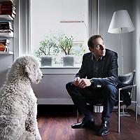 """Nederland, Hilversum , 26 februari 2013.<br /> Roek Lips, netcoördinator bij Nederland 3 schreef de roman Het boek Job over het verlies van zijn achttien jaar oude zoon en het proces van rouw dat daarop volgde. """"Dagen achtereen heb ik staan trillen op mijn benen"""", aldus Roek Lips in een interview met NRC Handelsblad. Gisteren vertelde hij aan tafel in De Wereld Draait Door zijn aangrijpende verhaal.<br /> Foto:Jean-Pierre Jans"""