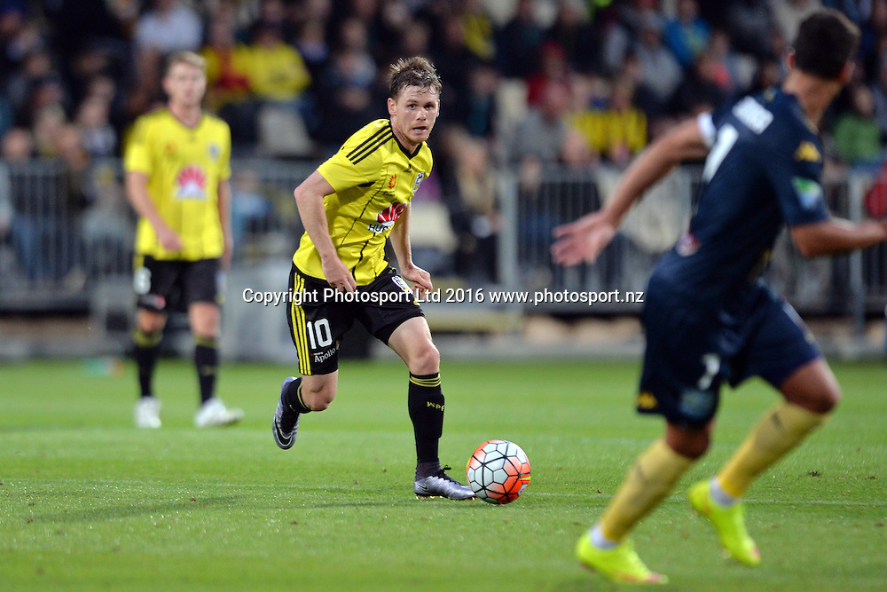 Michael McGlinchey of the Phoenix in action during the round 17 A-League match between the Wellington Phoenix and the Central Coast Mariners at AMI Stadium in Christchurch, New Zealand. 30 January 2016. Photo: Kai Schwoerer / www.photosport.nz