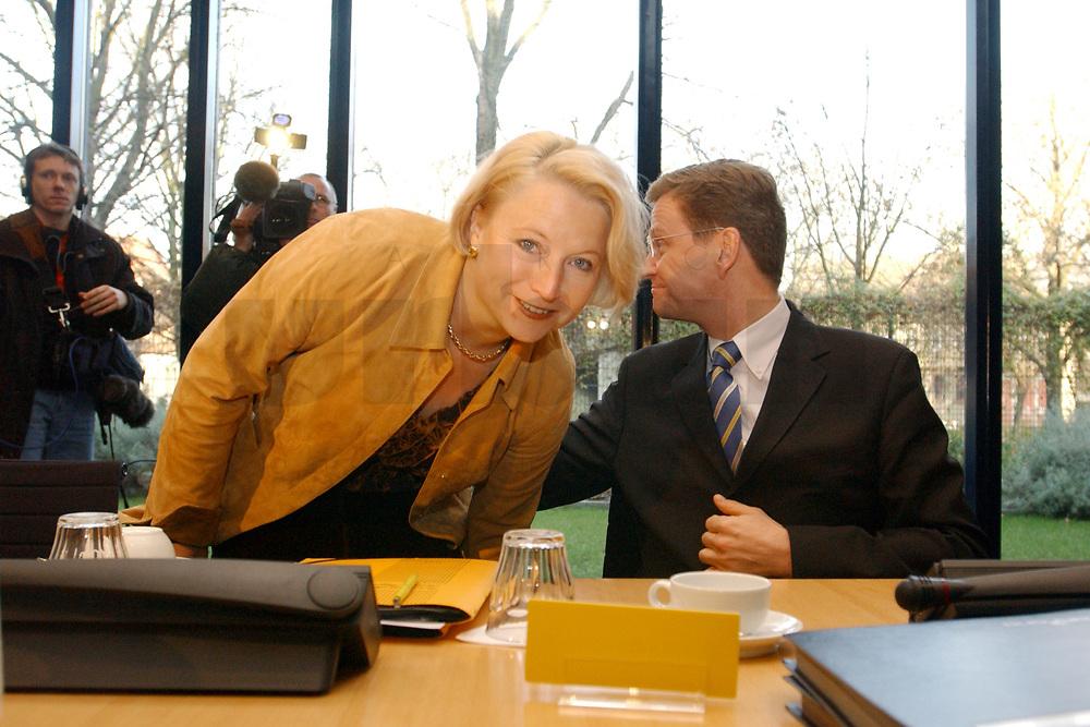 02 DEC 2002, BERLIN/GERMANY:<br /> Cornelia Pieper (L), FDP Generalsekretaerin, und Guido Westerwelle (R), FDP Bundesvorsitzender, vor Beginn der Sitzung FDP Bundesvorstand, Thomas-Dehler-Haus<br /> IMAGE: 20021202-01-019