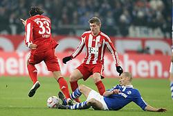 04.12.2010,  Arena Auf Schalke, Gelsenkirchen, GER, 1.FBL, Schalke 04 vs FC Bayern Muenchen, 15. Spieltag, im Bild: Mario Gomez (Muenchen #33) (li.) / Toni Kroos (Muenchen #39) (mi.) gegen Peer Kluge (Schalke #12) (re.)  EXPA Pictures © 2010, PhotoCredit: EXPA/ nph/  Mueller.       ****** out ouf GER ******