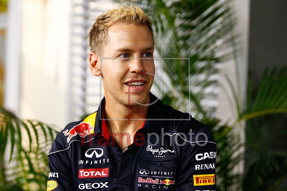 BRAZIL ONLY* ATENÇÃO EDITOR, IMAGEM EMBARGADA PARA VEÍCULOS DE FORA DO BRASIL* - Cingapura, Malásia - 19/09/2013 - Sebastian Vettel, da RedBull, no autódromo de Marina Bay Street, onde ocorrerá o Grande Prêmio da Cingapura, no próximo domingo(22). Foto: FLORENT GOODEN / DPPI / FRAME