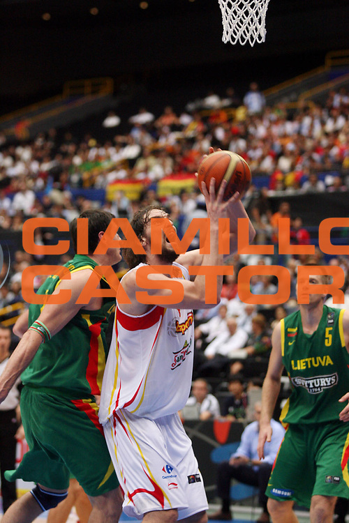 DESCRIZIONE : Saitama Giappone Japan Men World Championship 2006 Campionati Mondiali Spain-Lithuania <br /> GIOCATORE : Gasol <br /> SQUADRA : Spain Spagna <br /> EVENTO : Saitama Giappone Japan Men World Championship 2006 Campionato Mondiale Spain-Lithuania <br /> GARA : Spain Lithuania Spagna Lituania <br /> DATA : 29/08/2006 <br /> CATEGORIA : Penetrazione <br /> SPORT : Pallacanestro <br /> AUTORE : Agenzia Ciamillo-Castoria/M.Metlas <br /> Galleria : Japan World Championship 2006<br /> Fotonotizia : Saitama Giappone Japan Men World Championship 2006 Campionati Mondiali Spain-Lithuania <br /> Predefinita :