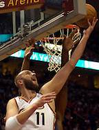 PHOTO BY DAVID RICHARD.Cleveland center Zydrunas Ilgauskas puts in a reverse layup against Washington yesterday.