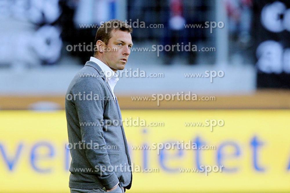 18.04.2015, SGL Arena, Augsburg, GER, 1. FBL, FC Augsburg vs VfB Stuttgart, 29. Runde, im Bild Chef-Trainer Markus Weinzierl (FC Augsburg)r // during the German Bundesliga 29th round match between FC Augsburg and VfB Stuttgart at the SGL Arena in Augsburg, Germany on 2015/04/18. EXPA Pictures &copy; 2015, PhotoCredit: EXPA/ Eibner-Pressefoto/ Kolbert<br /> <br /> *****ATTENTION - OUT of GER*****