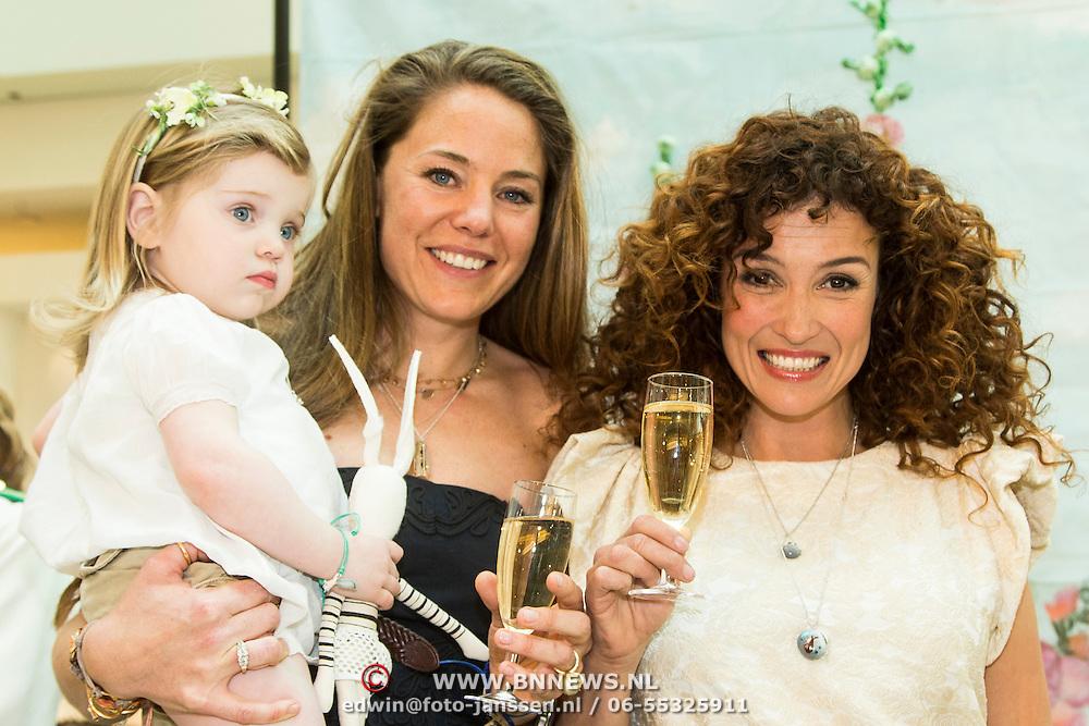 NLD/Amsterdam/20140409 - Presentatie Sam & Haas fairtrade juwelenlijn, Katja Schuurman en Bibi van der Velden en dochter Charlie