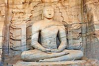Sri Lanka, province du Centre-Nord, cité historique de Polonnaruwa, classée au Patrimoine Mondial de l'UNESCO, Gal Vihariya (Gal Vihara), ensemble des quatres statues de Bouddha taillées dans la roche, statue du Bouddha assis // Sri Lanka, Ceylon, North Central Province, ancient city of Polonnaruwa, UNESCO World Heritage Site, Gal Vihara, sitting Buddha