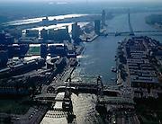 Nederland, Rotterdam, Koningshaven, 08-03-2002; luchtfoto (25% toeslag); rechts het Noordereiland, links  de wijk Feijenoord, daar achter de Kop van Zuid met Erasmusbrug; voorgrond de voormalige spoorbrug de Hef (nu landmark, industrieel monument); Iin het verschiet en aan de horizon de havens.NB ook andere luchtfoto's van deze lokatie leverbaar.Foto Siebe Swart