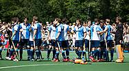 AMSTELVEEN -  Team huddle van Hurley  voor  de wedstrijd.  links Andrin Rickli (Almere)  Play Offs / Outs Hockey hoofdklasse.  Hurley-Almere (0-1) . Almere wint blijft in de hoofdklasse. COPYRIGHT KOEN SUYK
