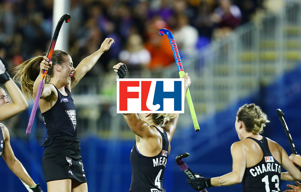 New Zealand, Auckland - 24/11/17  <br /> Sentinel Homes Women&rsquo;s Hockey World League Final<br /> Harbour Hockey Stadium<br /> Copyrigth: Worldsportpics, Rodrigo Jaramillo<br /> Match ID: 10310 - ENG-NZL<br /> Photo: (4) MERRY Olivia and (24) KEDDELL Rose celebraiting
