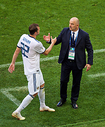 MOSCOW, RUSSIA - Sunday, July 1, 2018: Russia's Artem Dzyuba and head coach Stanislav Cherchesov during the FIFA World Cup Russia 2018 Round of 16 match between Spain and Russia at the Luzhniki Stadium. (Pic by David Rawcliffe/Propaganda)/