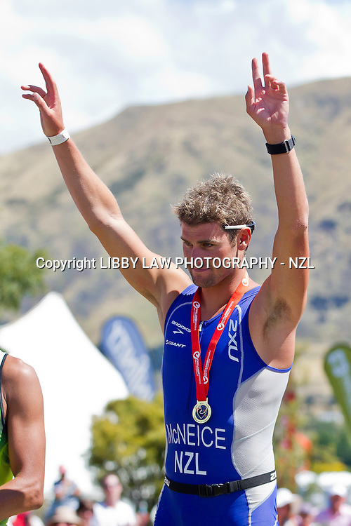 DYLAN MCNEICE: 2013 NZL-Challenge Wanaka Triathalon:  2013 MENS TITLE WINNER