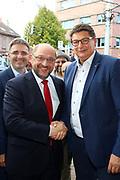 Mannheim. 19.09.17 | SPD-Kanzlerkandidat Martin Schulz im Capitol Mannheim.<br /> Im Wahlkampf zur Bundestagswahl unterstützt Kanzlerkandidat Martin Schulz Mannheims SPD Bundestagsabgeordneter Stefan Rebmann.<br /> - v.l. Stefan Fulst-Blei, Martin Schulz begrüßt im Publikum Karla Spagerer.<br /> <br /> BILD- ID 0066 |<br /> Bild: Markus Prosswitz 19SEP17 / masterpress (Bild ist honorarpflichtig - No Model Release!)