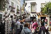 Spanje, Cordoba, 6-5-2010Festival de la Patios. Bewoners van de oude stad met een patio, hebben hun binnenplaats, met bloemen en planten versierd. Cordoba staat in mei bekend om zijn mooi aangekleedde binnenplaatsen en balkons. Het trekt veel toeristen. Calle de Flores.Residents of the old city with a patio, have their courtyard, decorated with flowers and plants. Cordoba in May is known for its beautifully decorated courtyards and balconies. It attracts many tourists.Foto: Flip Franssen/Hollandse Hoogte