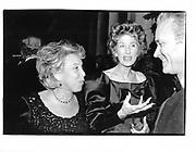 Linda Wachner and  Nancy Kissinger. Costume Institute. 1995 (appprox)© Copyright Photograph by Dafydd Jones 66 Stockwell Park Rd. London SW9 0DA Tel 020 7733 0108 www.dafjones.com