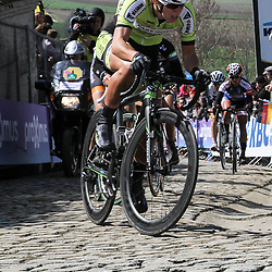 OUDENAARDE (BEL) cycling<br /> The 3th race in the UCI womens World Cup is the 12th edition of the Ronde van Vlaanderen. The race distance is 145 km with 12 Climbs and 5 zones of Cobbles.<br /> Janneke Ensing zat weer goed mee in de ronde van Vlaanderen voor vrouwen. De marathonschaatser kan steeds beter uit de voeten in de zwaarder wielerkoersen <br /> <br /> —NOVUM COPYRIGHT SPORTFOTO PHOTOAGENCY—