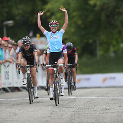 01-09-2016: Wielrennen: Ladies Tour: Sittard     SITTARD (NED) wielrennen       Kasia Niewiadoma heeft de derde etappe van de Boels Rental Ladies Tour gewonnen. De Poolse toonde zich in Sittard de snelste van veertien koploopsters.Amy Pieters werd tweede, Chantal Blaak derde. Blaak is de nieuwe leidster.