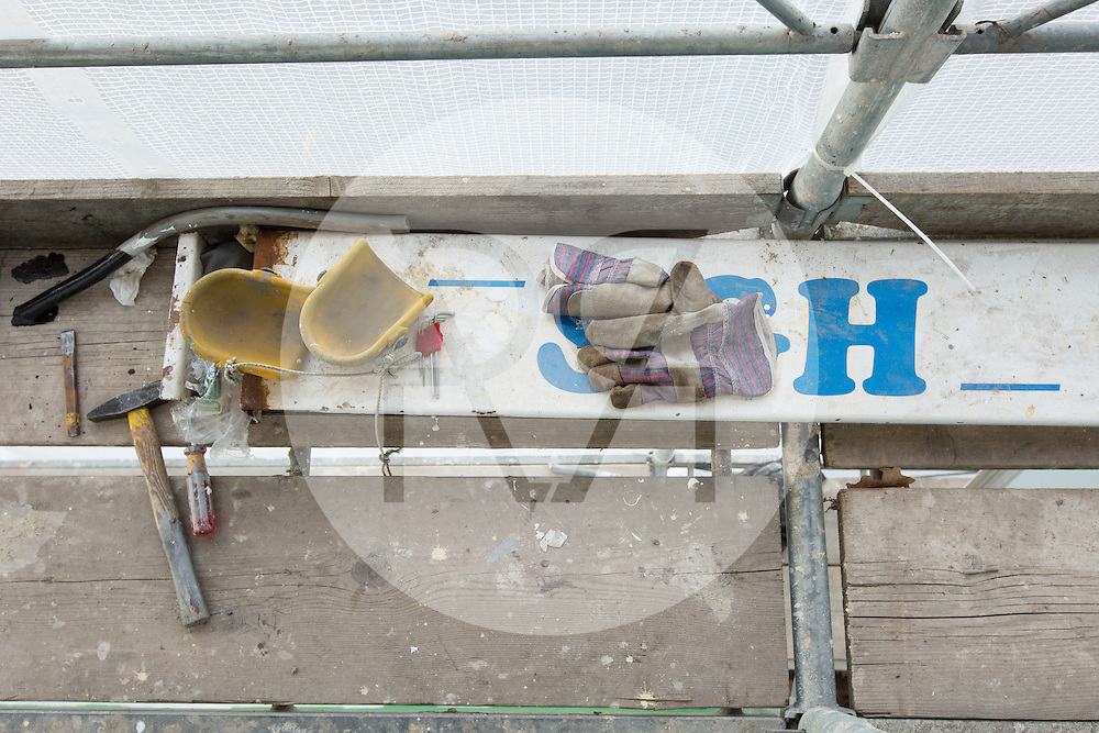 SCHWEIZ - MEISTERSCHWANDEN - Das Flaggschiff MS Brestenberg wurde über den Winter aus dem Wasser genommen und Renoviert - 10. Februar 2015 © Raphael Hünerfauth - http://huenerfauth.ch