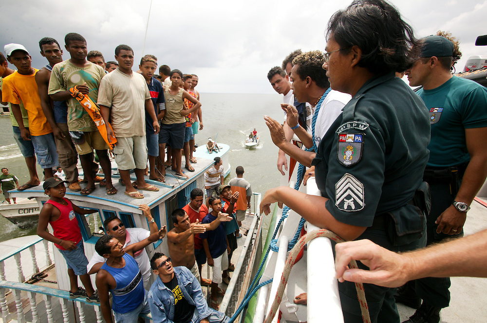 Nov. 24, 2003. Loggers demonstrate against Greenpeace. The M.V. Arctic Sunrise was boarded at Porto de Moz on Jaurucu River in Brazil.