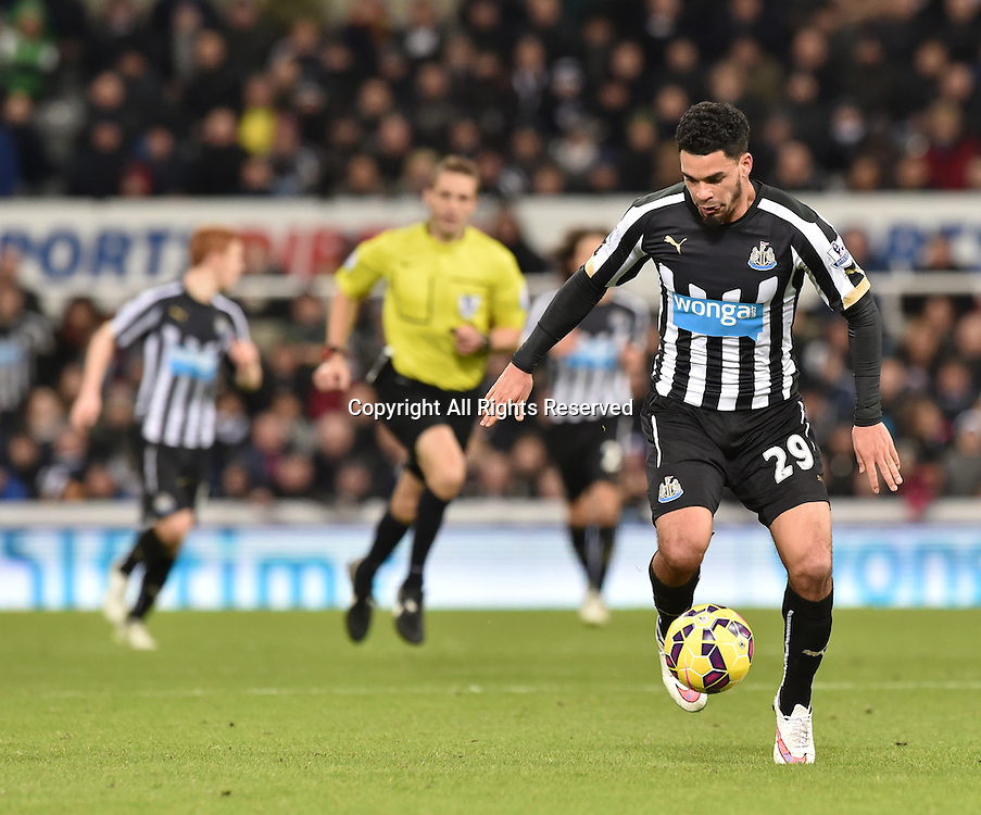 28.12.2014. Newcastle, England. Premier League. Newcastle versus Everton. Emmanuel Riviere of Newcastle United runs with the ball