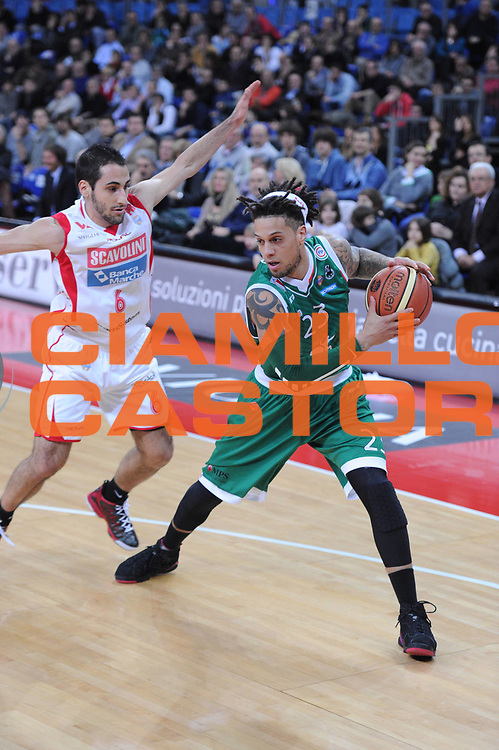 DESCRIZIONE : Pesaro Lega A 2012-13 Scavolini Banca Marche Pesaro Montepaschi Siena<br /> GIOCATORE : Daniel Hackett<br /> CATEGORIA : palleggio<br /> SQUADRA : Scavolini Banca Marche Pesaro Montepaschi Siena<br /> EVENTO : Campionato Lega A 2012-2013 <br /> GARA : Scavolini Banca Marche Pesaro Montepaschi Siena<br /> DATA : 18/02/2013<br /> SPORT : Pallacanestro <br /> AUTORE : Agenzia Ciamillo-Castoria/C.De Massis<br /> Galleria : Lega Basket A 2012-2013  <br /> Fotonotizia : Pesaro Lega A 2012-13 Scavolini Banca Marche Pesaro Montepaschi Siena<br /> Predefinita :