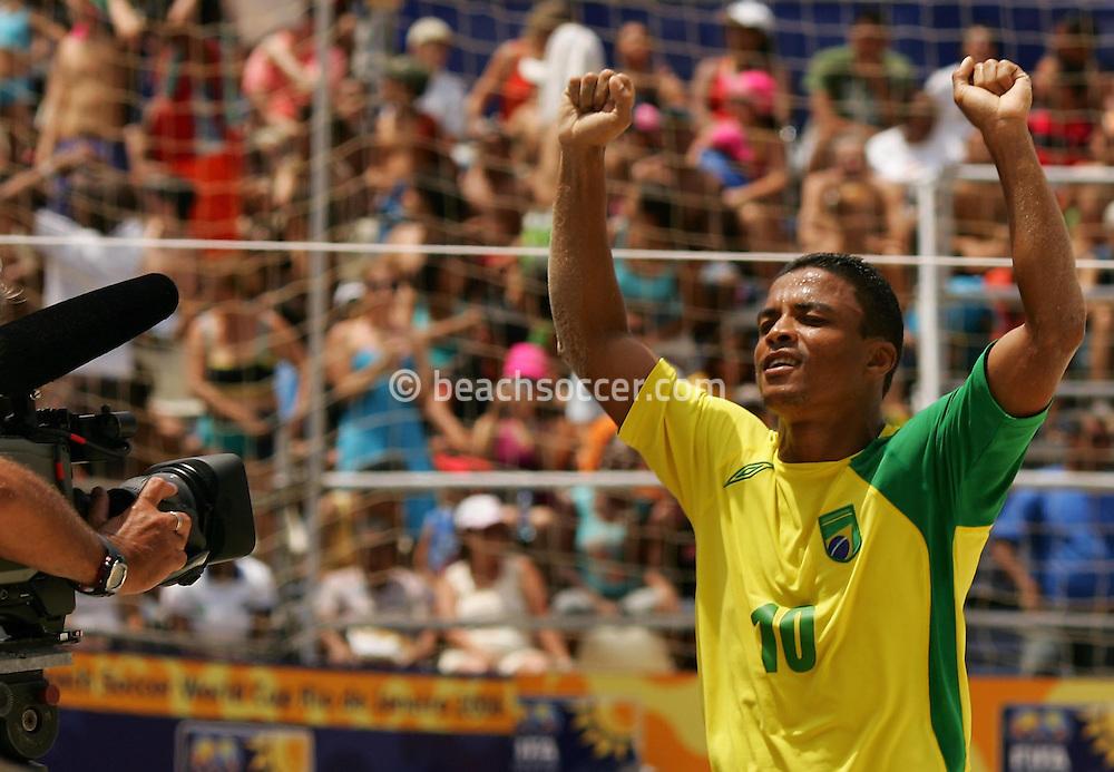 Football-FIFA Beach Soccer World Cup 2006 - Group A- Brazil - Japan, Beachsoccer World Cup 2006. Brasilian's Benjamin - Rio de Janeiro - Brazil 05/11/2006. Mandatory credit: FIFA/ Manuel Queimadelos