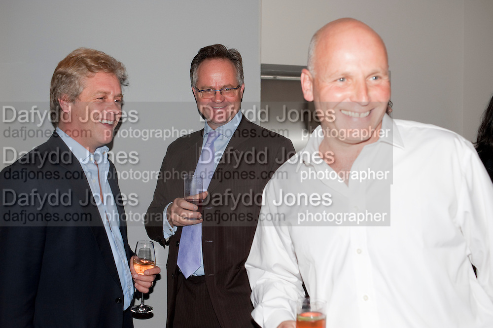 PETER THOMPSON; STEPHEN FORDHAM; IAN EISNER Maggie's autumn fundraiser in aid of the Cancer charity. .  Phillips de Pury & Company, 9 Howick Place, London <br /> www.maggiescentres.org. 27 September 2010. <br /> <br /> -DO NOT ARCHIVE-© Copyright Photograph by Dafydd Jones. 248 Clapham Rd. London SW9 0PZ. Tel 0207 820 0771. www.dafjones.com.