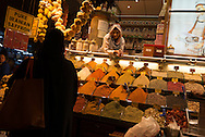 Turkey. Istambul. daily life in the spices bazaar of Istanbul Hazer baba shop / le bazaar des epices