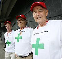 Fussball International U 20 WM  Die Herren der Dopingkontrolle.