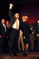 27.09.1998, Germany/Bonn:<br /> Gerhard Schröder, SPD Kanzlerkandidat, und Doris Schröder-Köpf, Wahlparty, Erich-Ollenhauer-Haus<br /> IMAGE: 19980927-01/03-35<br />  <br />            <br /> KEYWORDS: Gerhard Schroeder, Doris Schroeder