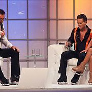 NLD/Hilversum/20110204 - 2e Liveshow Sterren Dansen op het IJs 2011, Danny de Munk en schaatspartner Kristen Treni op de bank bij Gerard Joling