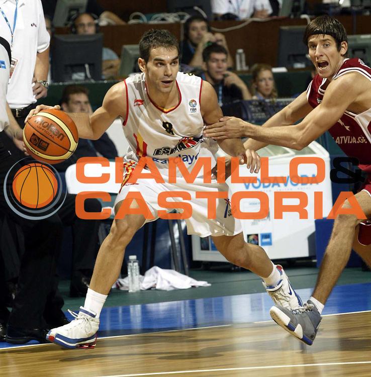 DESCRIZIONE : NOVI SAD SERBIA CAMPIONATO MASCHILE EUROPEO 2005 <br /> GIOCATORE : CALDERON <br /> SQUADRA : SPAGNA <br /> EVENTO : CAMPIONATO MASCHILE EUROPEO 2005 <br /> GARA : SPAGNA-LETTONIA <br /> DATA : 17/09/2005 <br /> CATEGORIA : Palleggio <br /> SPORT : Pallacanestro <br /> AUTORE : Agenzia Ciamillo-Castoria