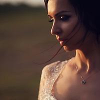 Destination Wedding Photographer<br /> Being a photographer doesn&rsquo;t mean being a master in technique, owning the newest cameras, it`s just about feeling the light!<br /> Share if you Like it! Iubesc fotografia, iubesc sa transform momentele acelea imperfect in emotii perfecte. Si iubesc sa lucrez cu lumina si oamenii din jurul meu. <br /> Pentru mine fotografia nu este despre cele mai scumpe sau noi camera. Pentru mine, chiar si astazi, raman valabile cuvintele lui Annabel Williams: <br /> &ldquo;Fotografia este 90% psihologie si 10% tehnica.&rdquo;